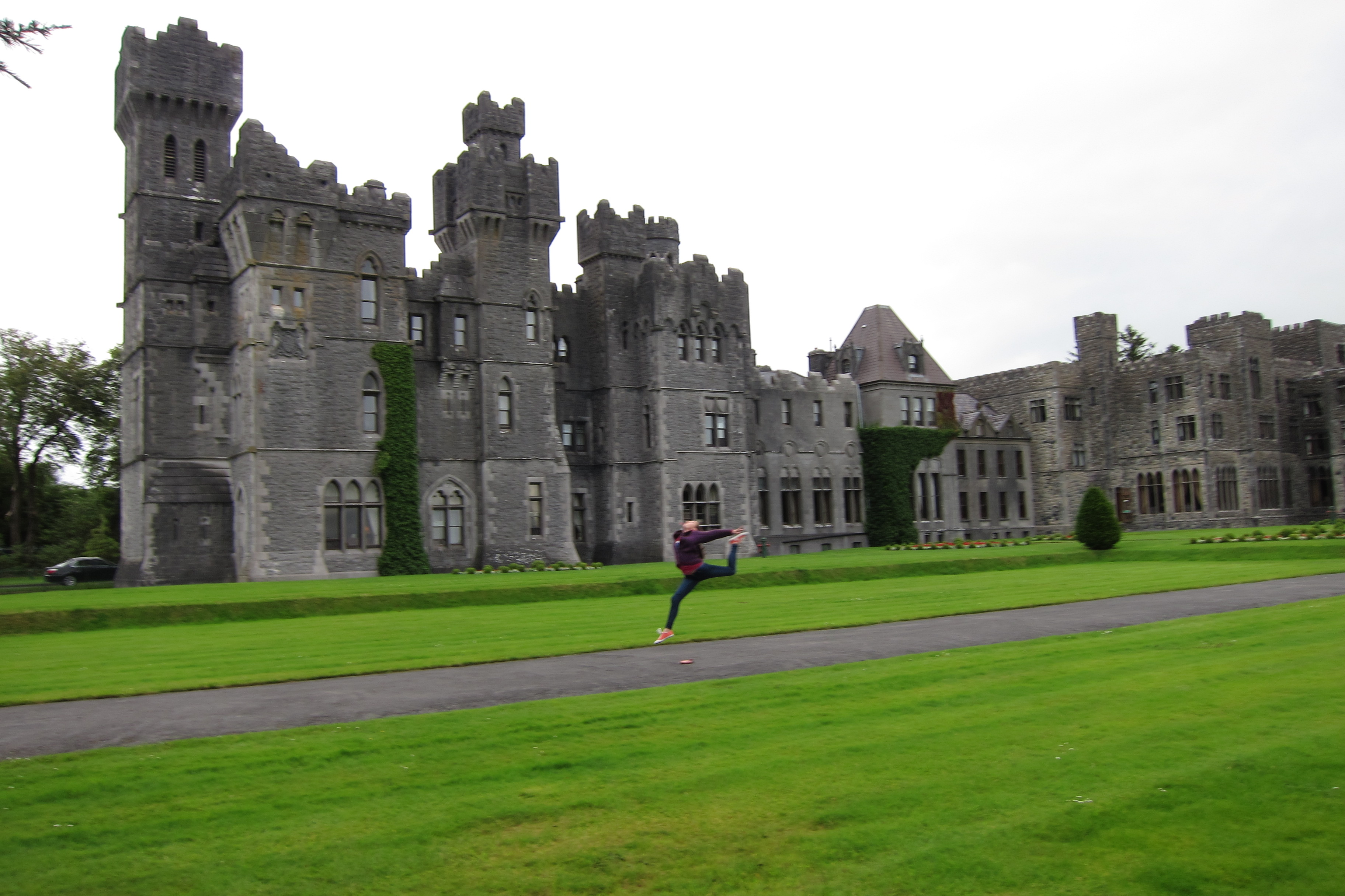 AC Sara ring leap back of castle (1)
